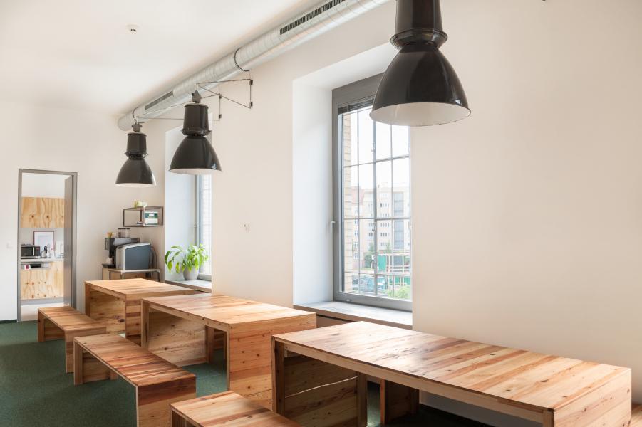 jídelný stoly a lavice Etnetera_Fotor
