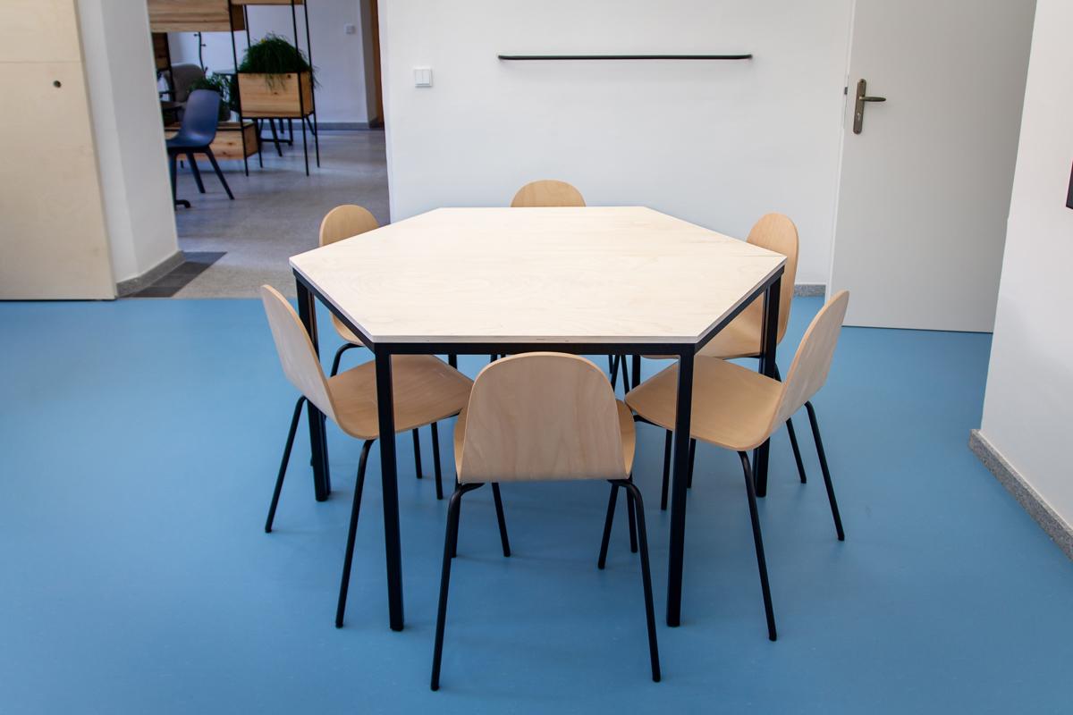 Paletky   recyklovaný nábytek z palet   Dzs Web 1200 5   nábytek na míru
