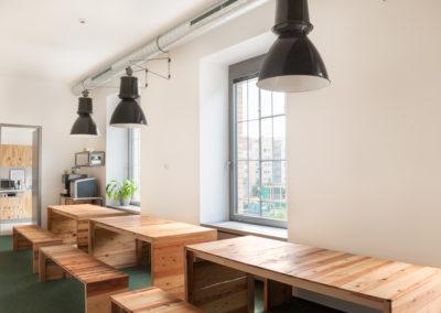 Paletky | recyklovaný nábytek z palet | Etnetera Web 1200 3 | nábytek na míru