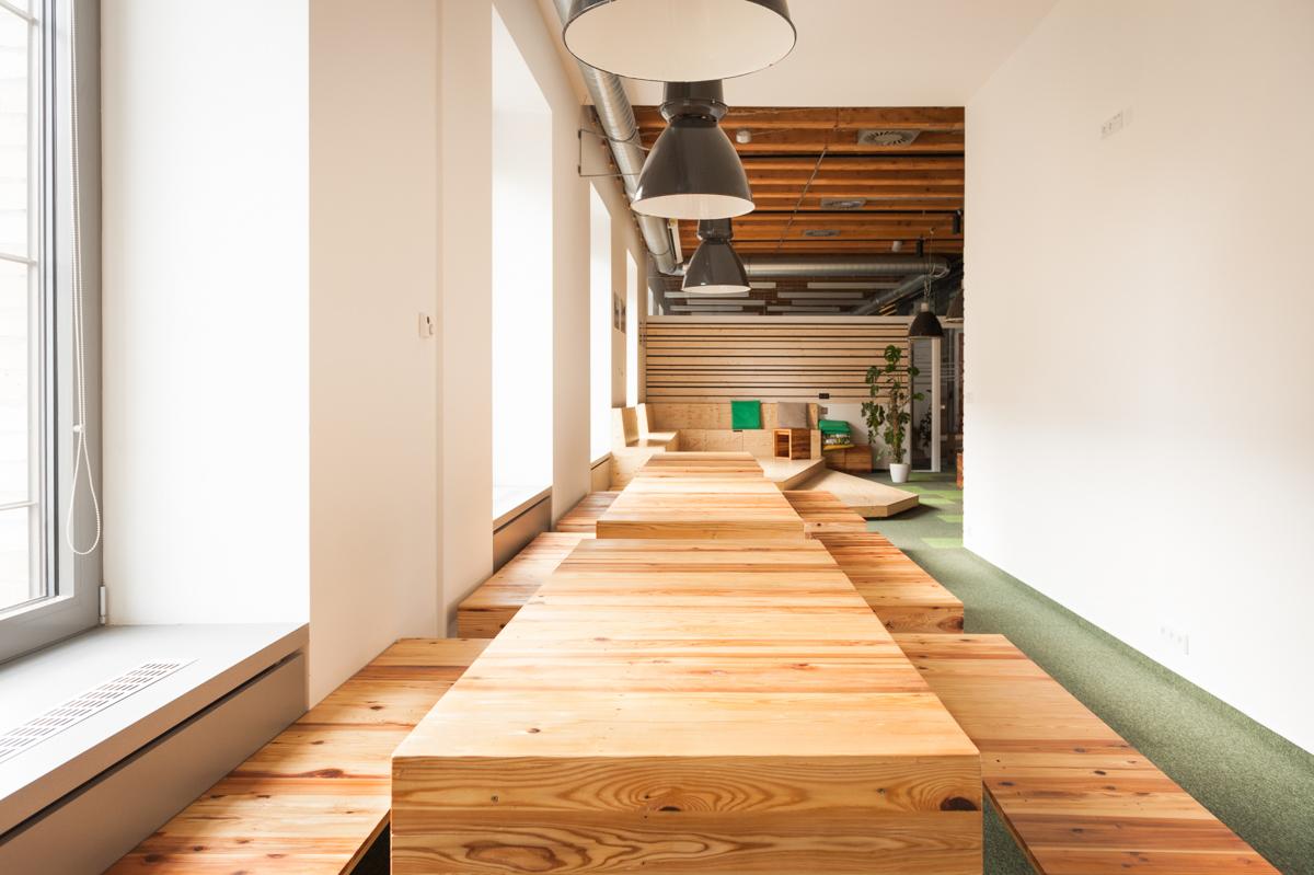 Paletky | recyklovaný nábytek z palet | Etnetera Web 1200 7 | nábytek na míru