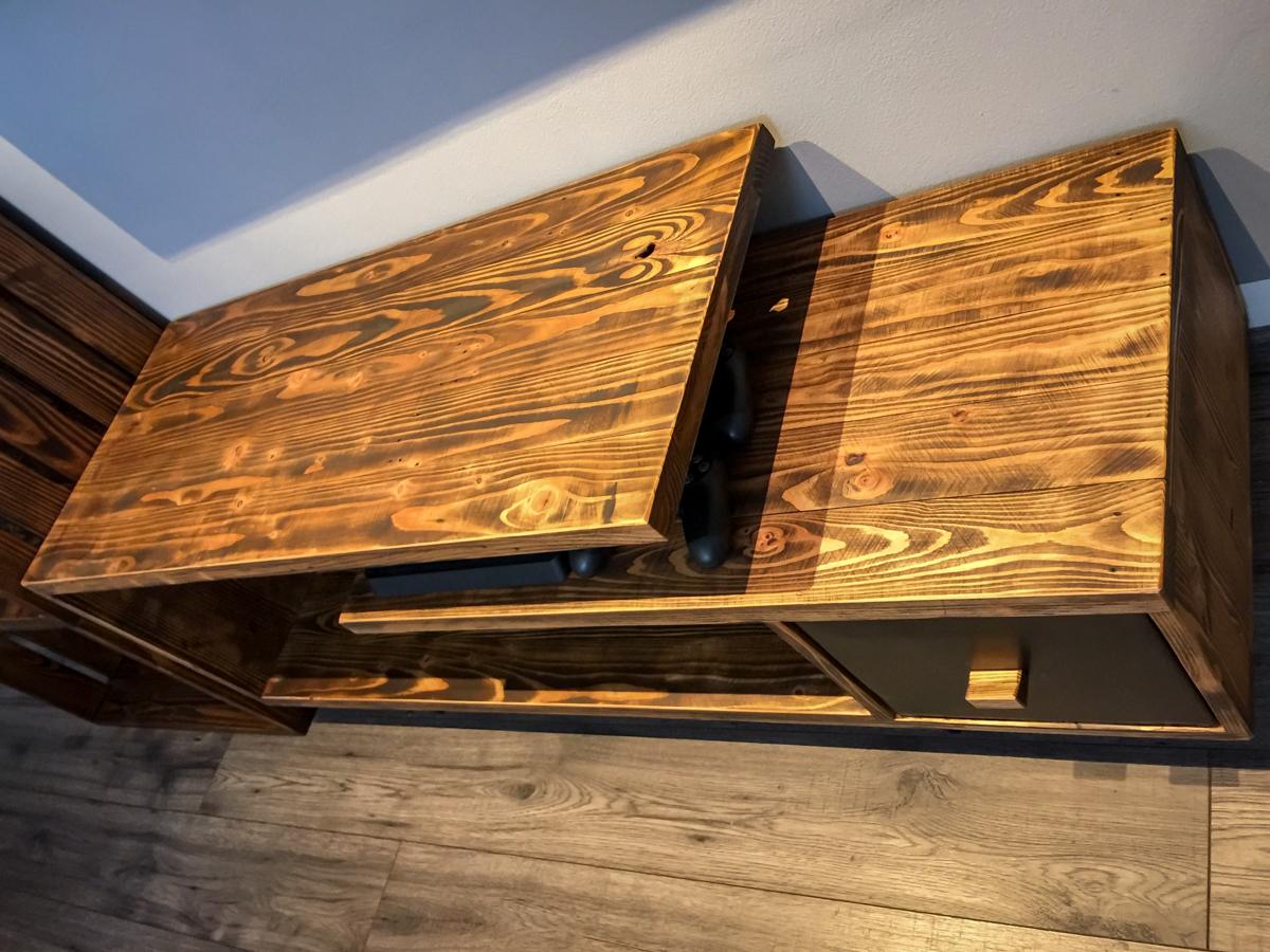 Paletky   recyklovaný nábytek z palet   Obývací Pokoj Patinovaný Modřín Web 1200 3   nábytek na míru