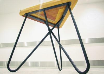 Detail kavárenského stolku KASHIKOI z podhledu
