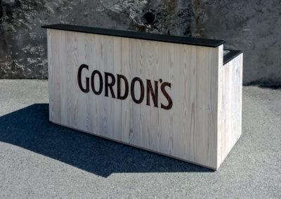 Paletky | recyklovaný nábytek z palet | Bar Klasik + Logo Gordons 1 | nábytek na míru