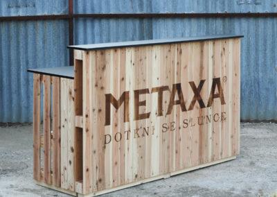 Paletky | recyklovaný nábytek z palet | Bar Klasik + Logo Metaxa 1 | nábytek na míru