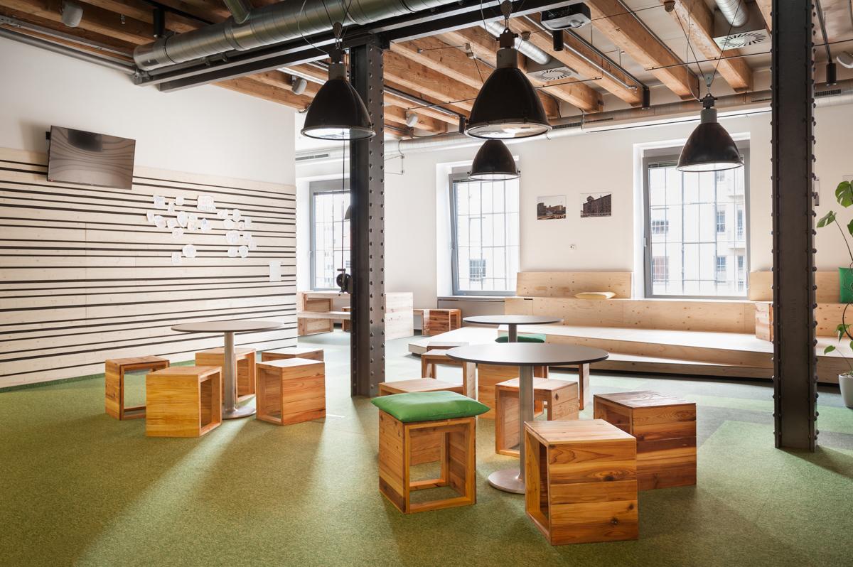 Paletky | recyklovaný nábytek z palet | Etnetera Web 1200 1 | nábytek na míru