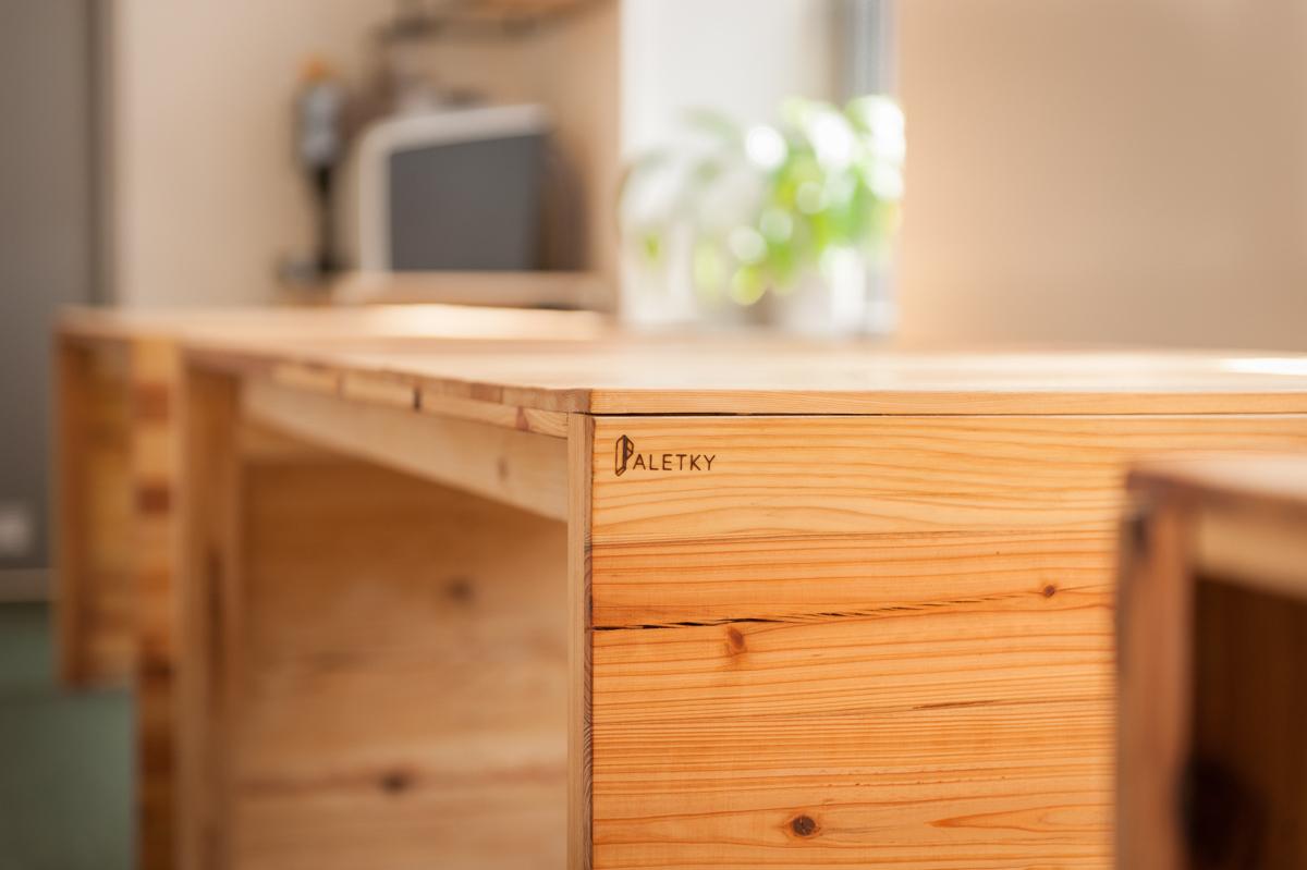 Paletky | recyklovaný nábytek z palet | Etnetera Web 1200 2 | nábytek na míru