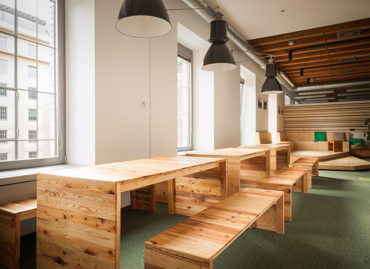 Paletky | recyklovaný nábytek z palet | Etnetera Web 1200 6 | nábytek na míru