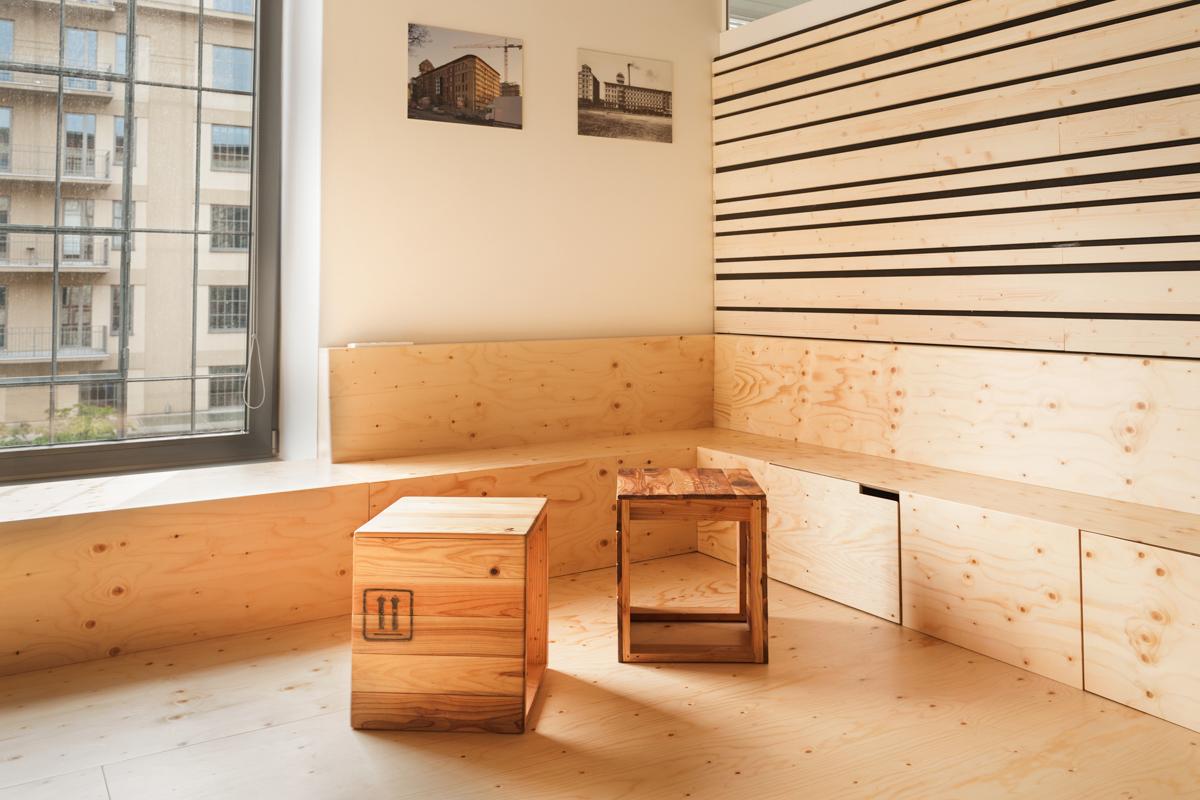 Paletky | recyklovaný nábytek z palet | Etnetera Web 1200 8 | nábytek na míru