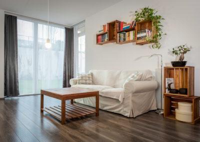 mahagon, květiny, dřevo, obývací pokoj, skříňky více využití