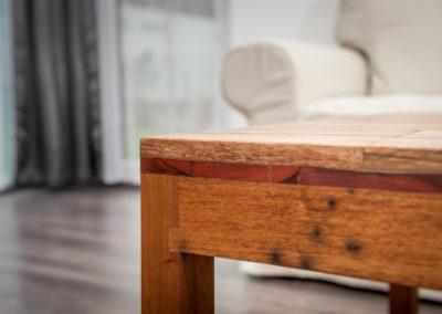 roh mahagonového stolu, Matahari, obývací pokoj