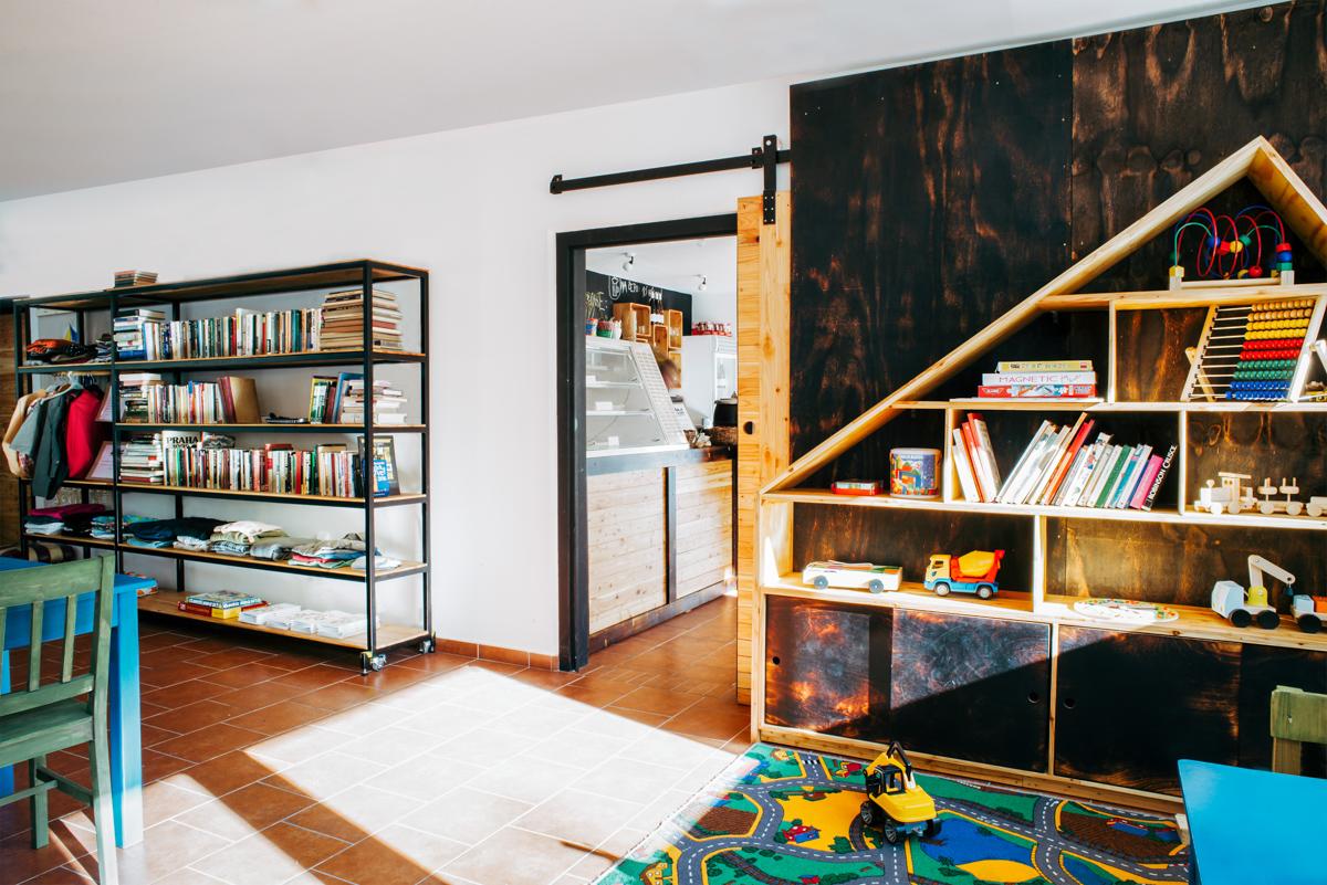 Paletky | recyklovaný nábytek z palet | Mezi Domy Web 1200 3 | nábytek na míru
