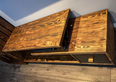 Paletky | recyklovaný nábytek z palet | Obývací Pokoj Patinovaný Modřín Web 1200 3 | nábytek na míru