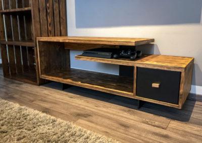 Paletky | recyklovaný nábytek z palet | Obývací Pokoj Patinovaný Modřín Web 1200 4 | nábytek na míru