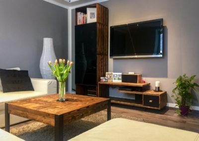 Paletky | recyklovaný nábytek z palet | Obývací Pokoj Patinovaný Modřín Web 1200 5 | nábytek na míru
