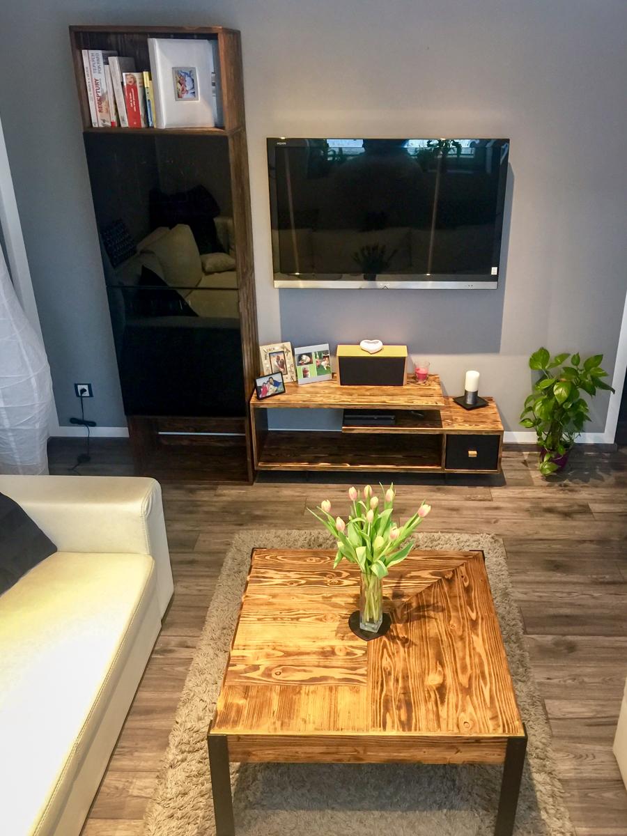 Paletky | recyklovaný nábytek z palet | Obývací Pokoj Patinovaný Modřín Web 1200 6 | nábytek na míru
