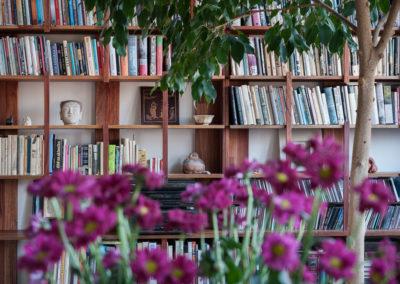 Knihovna EDGE MAHONIE