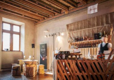 Paletky | recyklovaný nábytek z palet | Bar Loď Web 1200 1 | nábytek na míru