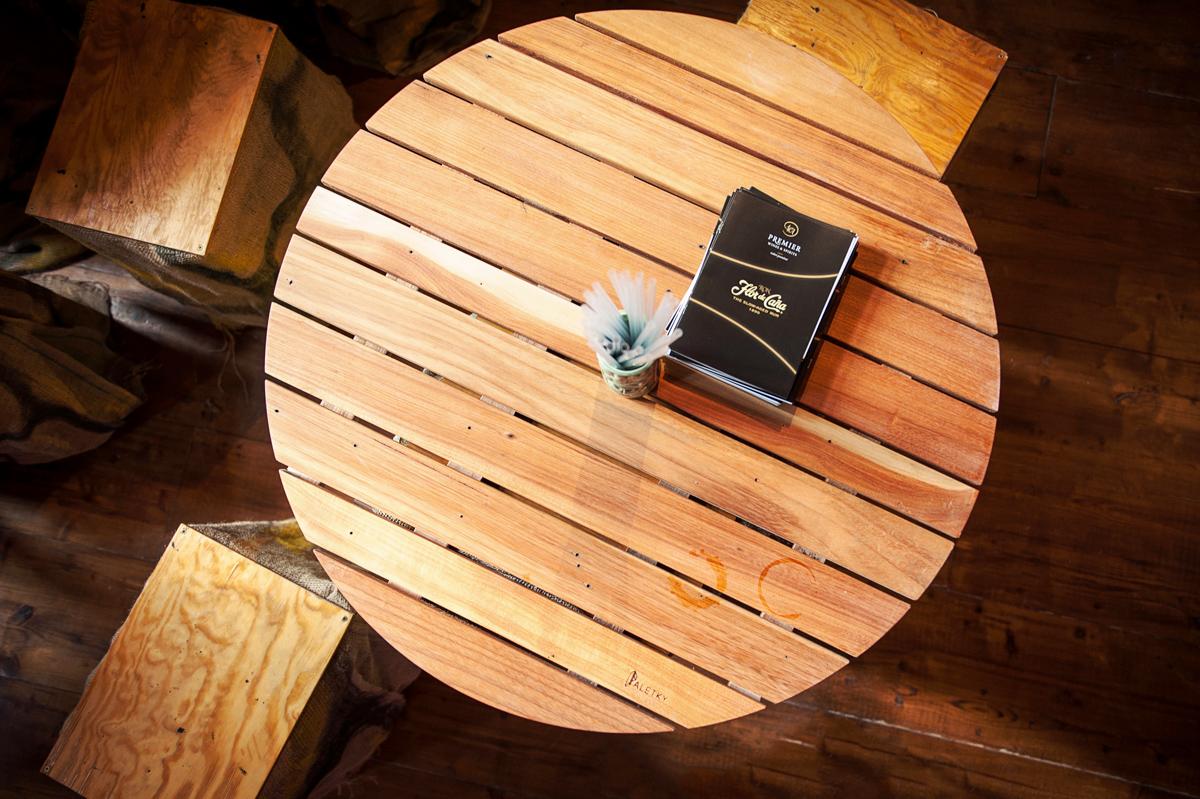 Paletky | recyklovaný nábytek z palet | Bar Loď Web 1200 6 | nábytek na míru