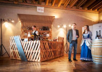 Paletky | recyklovaný nábytek z palet | Bar Loď Web 1200 8 | nábytek na míru