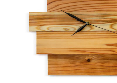 detail cedrových hodin SUGI TOKEI s ručičky