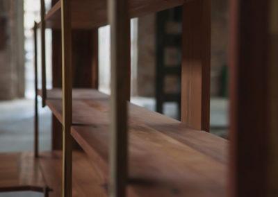 Paletky | recyklovaný nábytek z palet | Knihovna Detail Paletky Exoticke Dreviny 2 | nábytek na míru