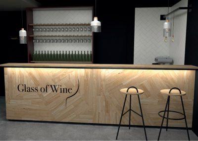 Paletky | recyklovaný nábytek z palet | Glass Of Wine Vizu 3 | nábytek na míru